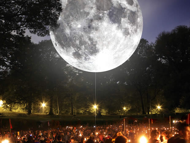 Bristol artist Luke Jerram will unveil his latest project, Museum of the Moon, at the International Balloon Fiesta.